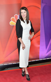 Lauren Graham opted for a sophisticated and sleek look when she wore this black-and-white frock at the NBC Upfront event in NYC.