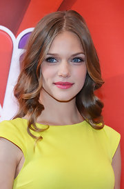 Tracy Spiridakos chose soft curls for her red carpet look at NBC's Upfront event in NYC.