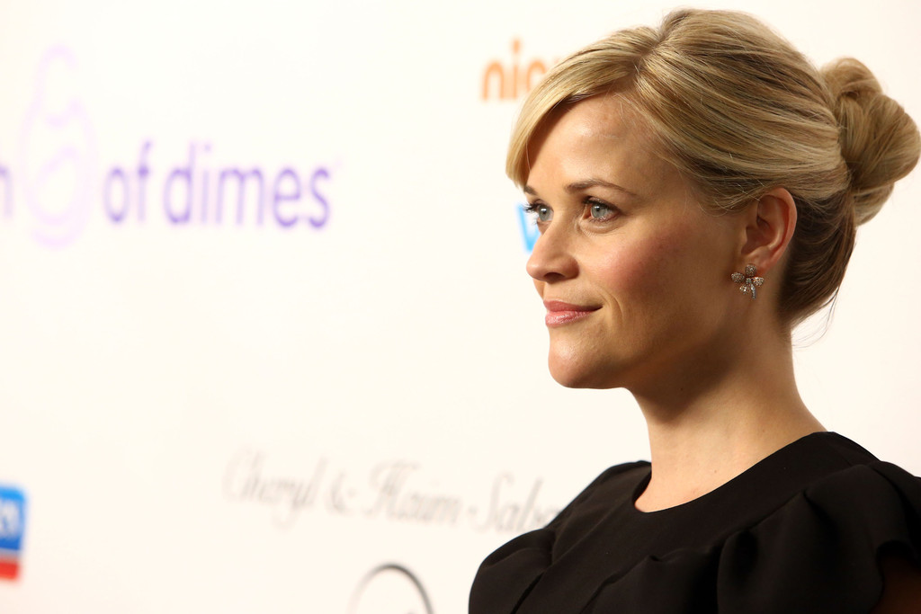 Reese Witherspoon Twisted Bun Reese Witherspoon Updos Looks