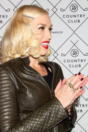 Gwen Stefani matched her dark outfit with brown nail polish.