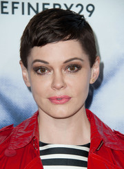 Rose McGowan looked summer-chic with her pixie at the Refinery29 Holiday Party.