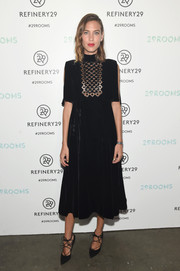 Alexa Chung complemented her frock with stylish black lace-up pumps.