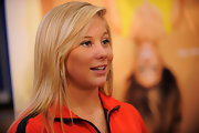 Shawn Johnson sported a super-neat straight 'do at the launch of the Refuel America Program.