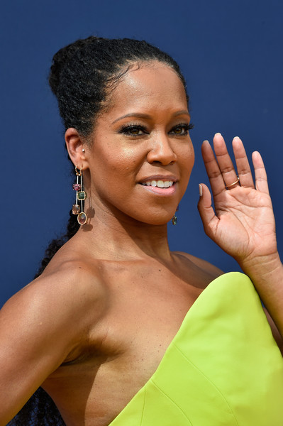 Regina King Ponytail [hair,eyebrow,hairstyle,beauty,forehead,black hair,lip,smile,gesture,jewellery,arrivals,regina king,emmy awards,70th emmy awards,microsoft theater,los angeles,california]