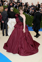 Lena Dunham looked appropriately flamboyant in this maroon and black off-the-shoulder ball gown by Elizabeth Kennedy at the 2017 Met Gala.