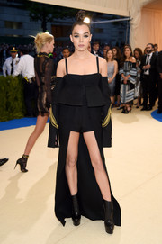 Hailee Steinfeld rocked a deconstructed black and gold military coat by Vera Wang at the 2017 Met Gala.