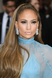 Jennifer Lopez attended the 2017 Met Gala rocking a pale lip.
