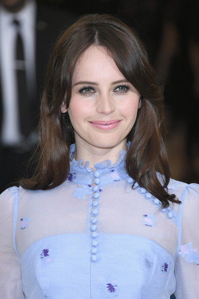 Felicity Jones looked sweet with her gently wavy hairstyle at the 2017 Met Gala.