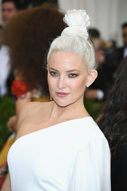 Kate Hudson pulled her ice-blonde hair up into a funky top knot for the 2017 Met Gala.