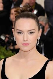 Daisy Ridley accentuated her peepers with flirty cat-eye makeup.