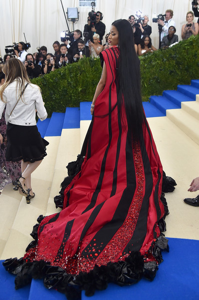 Nicki Minaj stole the spotlight in a flowing red and black kimono robe by H&M at the 2017 Met Gala.