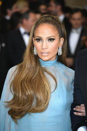 Jennifer Lopez injected some luxurious sparkle with a pair of diamond chandelier earrings by Harry Winston.