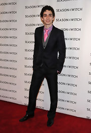 Robert paired his sleek suit with a bright pink tie.