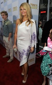 Courtney Hansen attended the world premiere of 'Mirror Mirror' wearing a pair of pale pumps with metallic tips.