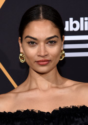 Shanina Shaik accessorized with a pair of chunky, interlocking gold hoops at the Republic Records Grammy celebration.