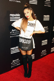 Ariana Grande completed her casual and cool red carpet look with a pair of black knee-high boots.