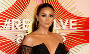 Shay Mitchell sported a sleek half-up hairstyle at the #REVOLVEawards.