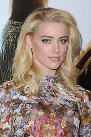 Amber Heard wore her hair side-swept and with subtle waves at the 'Rhum Express' photocall.