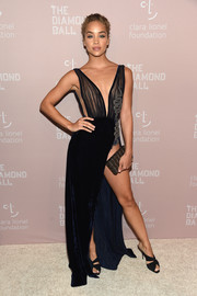 Jasmine Sanders flashed lots of skin in a high-slit, plunging navy gown at the 2018 Diamond Ball.