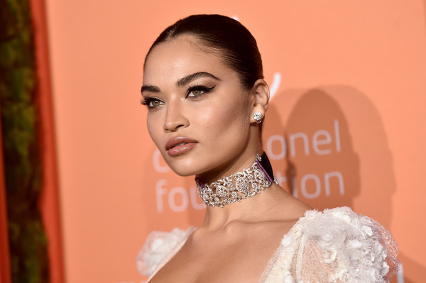 Shanina Shaik sported a tight, center-parted ponytail at the 2019 Diamond Ball.