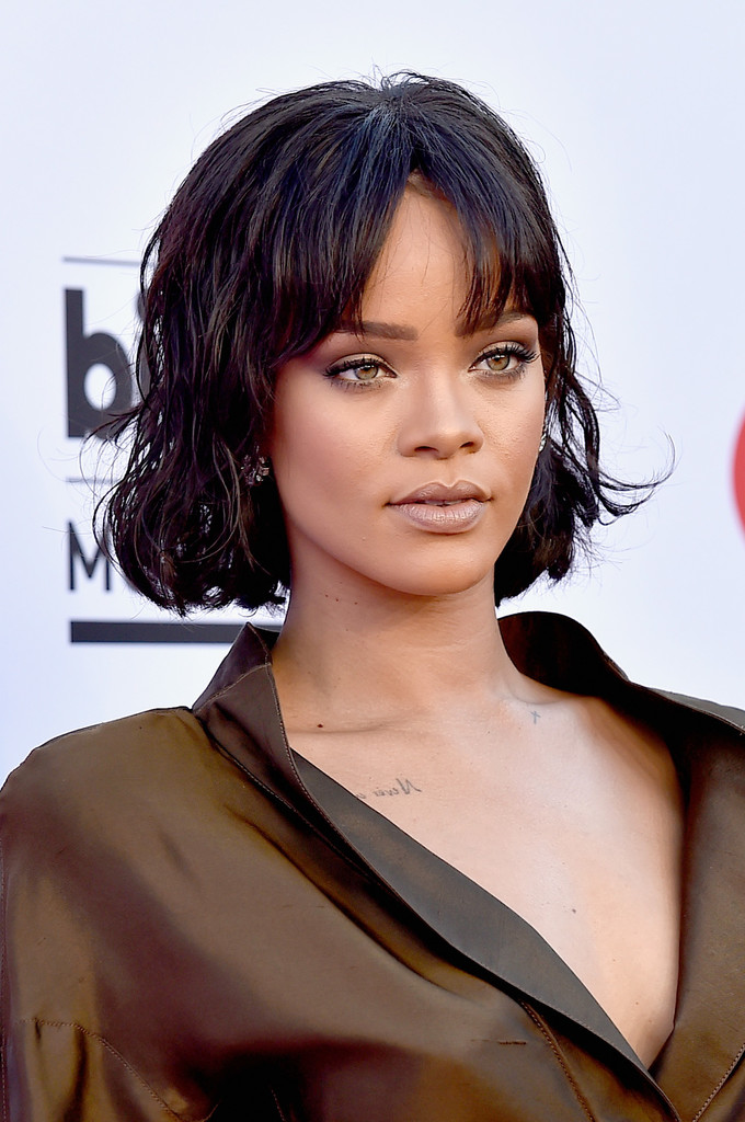 Rihanna Looked Youthful And Cute With Her Short Waves Parted Bangs At The Billboard Music