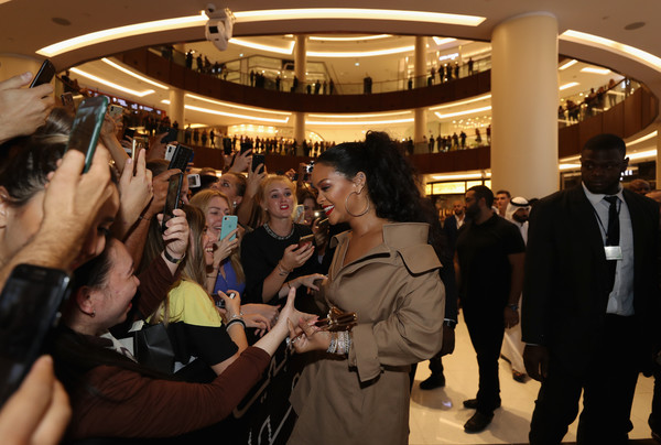 More Pics of Rihanna Off-the-Shoulder Dress (1 of 11) - Off-the-Shoulder Dress Lookbook - StyleBistro [uninvited,crowd,event,fun,hand,architecture,photography,convention,floor,city,rihanna,fans,paint,fenty beauty,stunna lip,dubai mall,united arab emirates,sephora,launch]