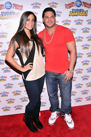 Sammi Giancola chose this black and cream print blouse for her cute and casual red carpet look.