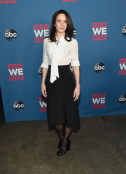 A pair of chunky-heeled Mary Janes completed Mary-Louise Parker's ensemble.