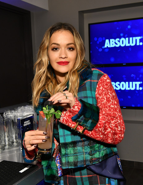 Rita Ora opted for a dark mani when she joined the 2017 iHeartRadio Jingle Ball Tour.