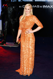 Abbie Cornish added more shimmer to her look via a gold Jimmy Choo Cosma clutch.