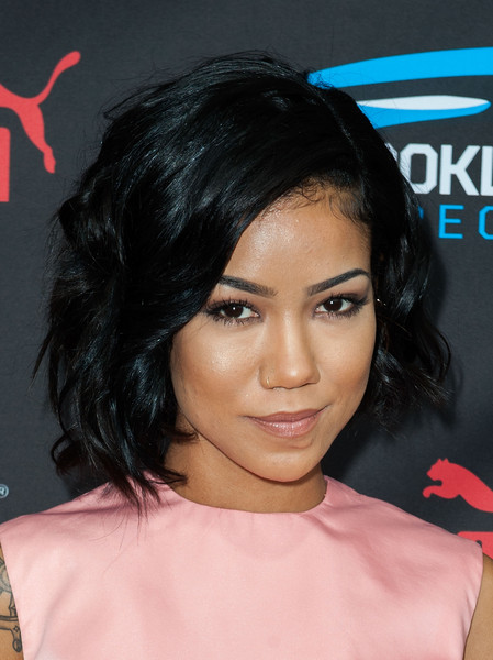 Jhene Aiko looked lovely with her wavy bob at the Roc Nation pre-Grammy brunch.