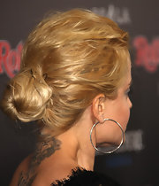 Mena Suvari rocked a textured bun while attending the 'Rolling Stone' American Music Awards.