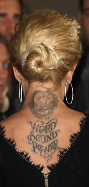 Mena Suvari showed off her tattoo on her upper back, which reads Word Sound Power.