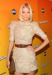 Jaime accessorized her structured dress with a chic brown leather belt.