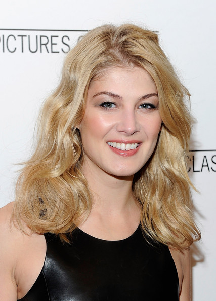 Rosamund Pike Neutral Eyeshadow