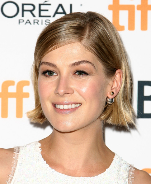 Rosamund Pike Short Side Part [hector and the search for happiness,hair,face,hairstyle,blond,eyebrow,chin,skin,beauty,lip,hair coloring,rosamund pike,winter garden theatre,toronto,canada,toronto international film festival,premiere]
