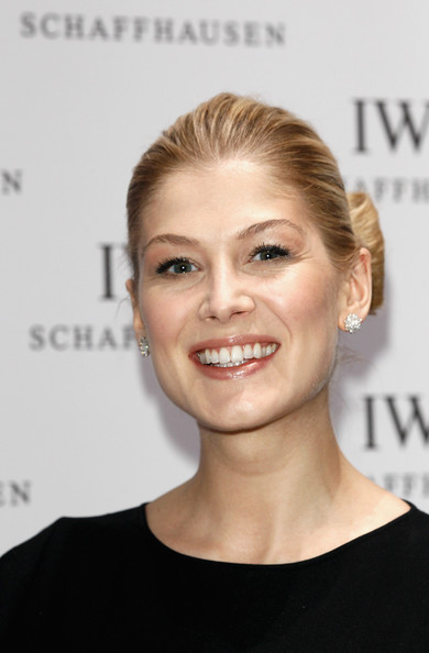 Rosamund Pike Bobby Pinned updo