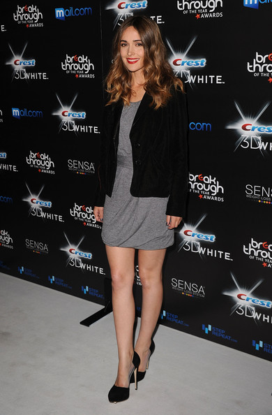 Rose Byrne Platform Pumps
