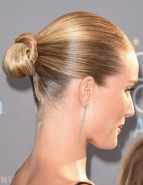 Rosie Huntington-Whiteley Twisted Bun [hair,hairstyle,chin,blond,bun,forehead,chignon,neck,long hair,hair tie,arrivals,rosie huntington-whiteley,critics choice awards,hair detail,santa monica,california,barker hangar]