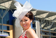 Lisa was ready for a royal day at the race in her white feathered fascinator.