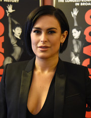 Rumer Willis promoted her Broadway show, 'Chicago,' wearing this neat side-parted bob.