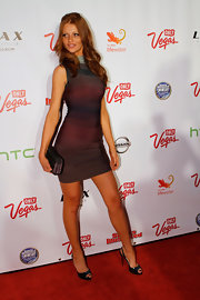 Cintia Dicker looked fab at the SI event wearing a short curve-hugging ombre bandage dress.