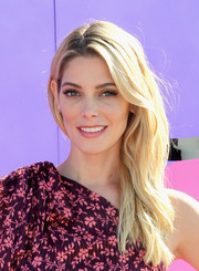 Ashley Greene was summer-glam with her side-swept blonde waves at the SIMPLY Los Angeles Fashion + Beauty Conference.