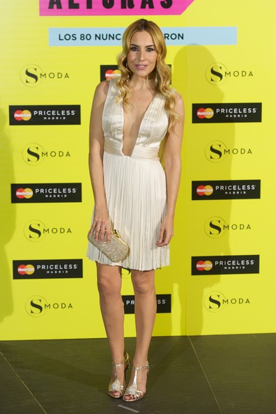 Berta Collado chose an ivory cocktail dress with a deep V-neck and a pleated skirt for her look at the 'SModa Magazine' party.