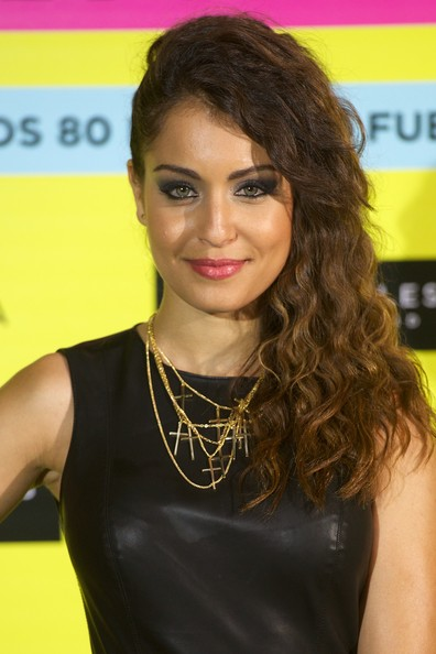 Hiba Abouk topped off her edgy look with a deep side-parted sweep.