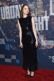 Emma Stone matched her dress with a pair of subtly embellished black pumps by Christian Louboutin.