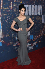 Sarah Silverman sported a shapely silhouette in her gray Zac Posen gown during the SNL 40th anniversary celebration.