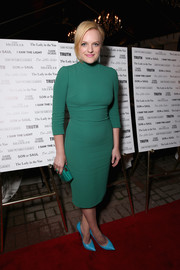Elisabeth Moss paired her green dress with aqua-blue Casadei pumps for a vibrant color-block look.