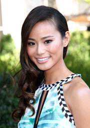 Jamie Chung looked oh-so-charming with this curly side-sweep when she attended the Live Love Spa event.