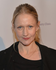 Paula Malcomson styled her hair in a casual ponytail for the Saban Community Clinic dinner gala.
